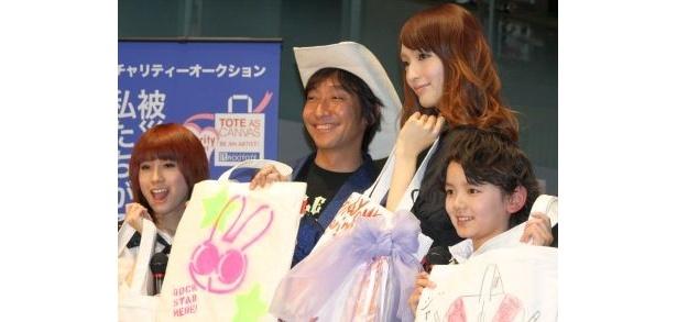 表参道ヒルズで開催されたチャリティイベントに出席したIMALUさん、ウルフルケイスケさん、佐藤かよさん、濱田龍臣さん(左から)