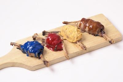 「こんがり肉(茶)」「しびれ肉(黄)」「眠り肉(青)」「ホットミート(赤)」の4種の肉を楽しめる「こんがり肉4種」