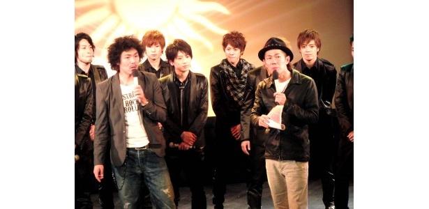 テレビ東京系「スター姫さがし太郎」で「L.A.F.U.」を密着してきたトータルテンボスが公演の最後に登場