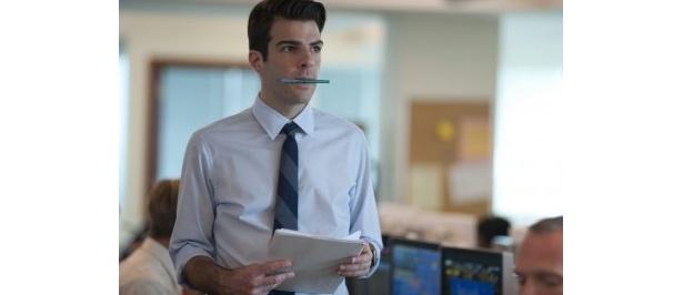 『スタートレック』で一躍有名になったザカリー・クイントが若き金融マンを熱演