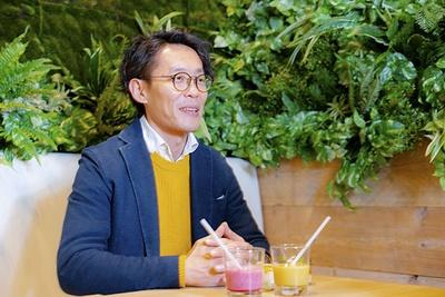 カフェへの思いを語るカフェ企画担当の川島氏