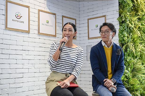 内覧会は、企画担当の川島氏(右)と店長の時田氏(左)によるトークセッションからスタート