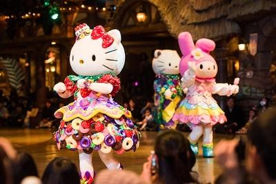 【写真】キティ、マイメロ…スターが続々登場するピューロランドのショーの雰囲気