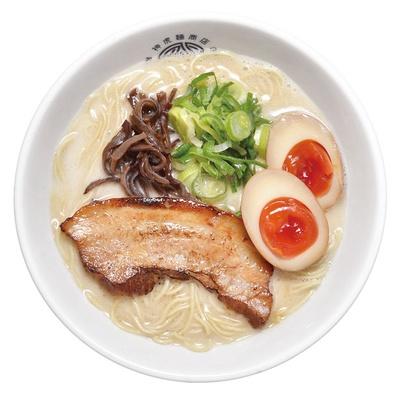【写真を見る】神虎らーめん 味玉付き(890円)。骨の髄まで旨味を煮出したスープに関西風ダシが香る至福の一杯/神虎麺商店 総本山