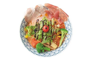 滋味深い野菜スープと特注麺が見事に絡む「トマトラーメン」(850円)/イワッチーナ邸 La麺Cucina