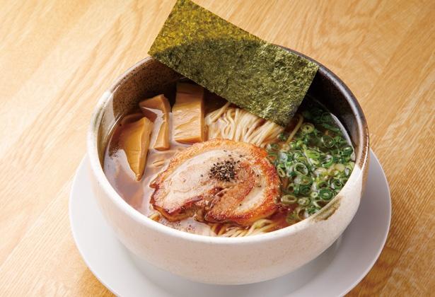 動物系と和ダシのダブルスープで、シンプルながら深みのある味に「中華そば(醤油)」(税込 730円) / 中華そば らんまん