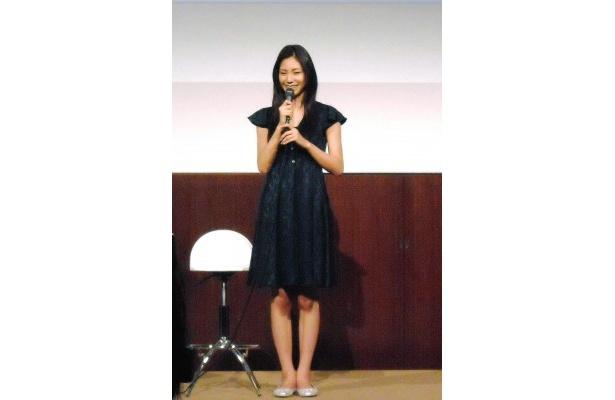 松下奈緒は「日本の皆さんが少しでも笑顔になれる作品になればいいなと思います」とコメント