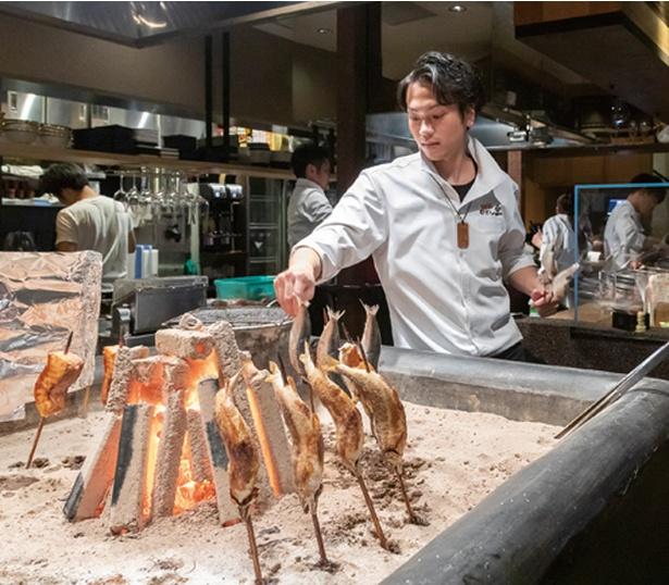 すみ劇場 むさし坐 / 囲炉裏の炭で焼く。食材の余分な脂を落とし、旨味を増幅させる
