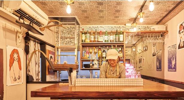 YOLO CURRY&BAR / 店内の様子