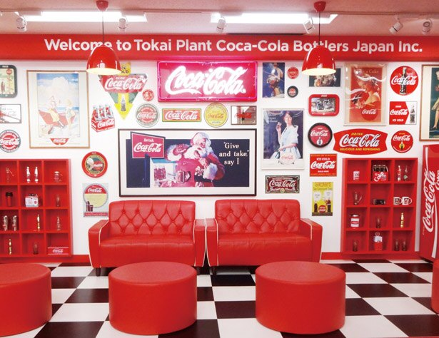 「コカ・コーラ ボトラーズジャパン 東海工場」では、無料で工場見学を楽しめる