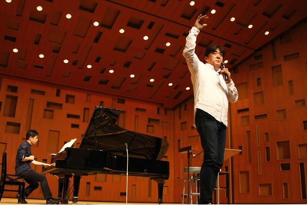 【写真を見る】総監督・指揮者の佐渡裕さんによる集大成のレッスン/サントリー1万人の第九