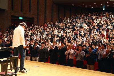レッスン終了後、会場全体から佐渡総監督に温かい拍手が送られた/サントリー1万人の第九