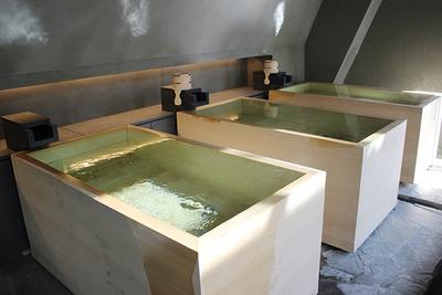 青森ヒバを使用した一人用のマス風呂