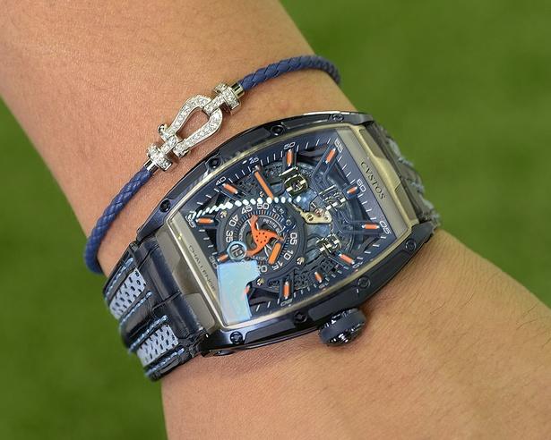 """ラテン語で""""守護神""""という意味を持つ「クストス」の腕時計。以前から気になっていたとか"""