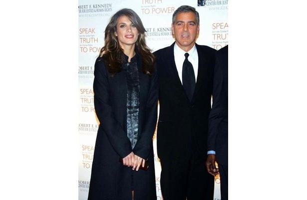 ジョージ・クルーニーは現在、イタリア人モデルにして女優のエリザベッタ・カナリス(左)と交際中