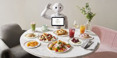 【写真を見る】お馴染みの人型ロボット・ペッパー君をはじめとしたロボットが働く!