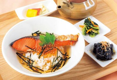 和食の柱であるダシと米、味噌にこだわり、健康的で味わい深い一杯を提供/暫