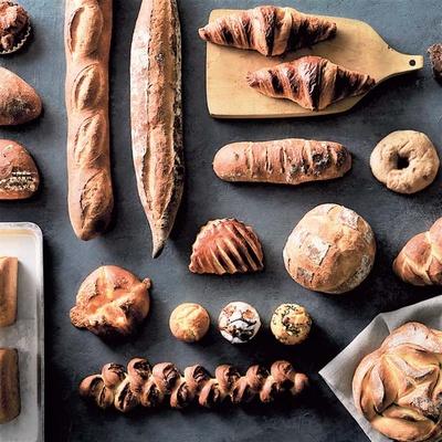 伝統的な製法で焼き上げられるハード系にも定評あり。ひと口味わえば小麦の旨味がいっぱいに広がる/グランディール