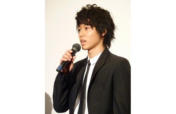 山崎賢人は劇中でギターと歌声を披露
