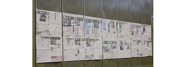 出入口の横には東日本大震災の記事も掲示されていた