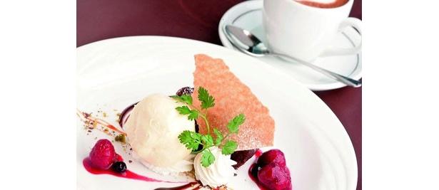 「オッティモ シーフード ガーデン」の「シェフおすすめランチコース」(2500円)のこの日のデザート「ガトーショコラとバニラアイスの盛り合わせ」