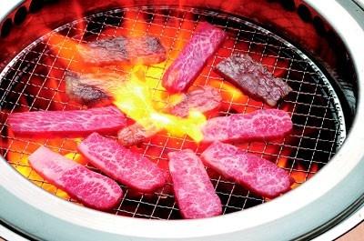 「焼肉きんぐ 駒沢公園店」の食べ放題では、肉のほか、ビビンバ、サラダ、デザートなども充実