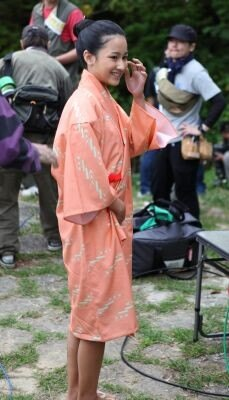 【画像を見る】初ドラマ出演とあって田崎アヤカは緊張の面持ち…クランクインロケの様子はコチラ