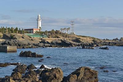 明治2年(1869年)に完成した歴史ある灯台