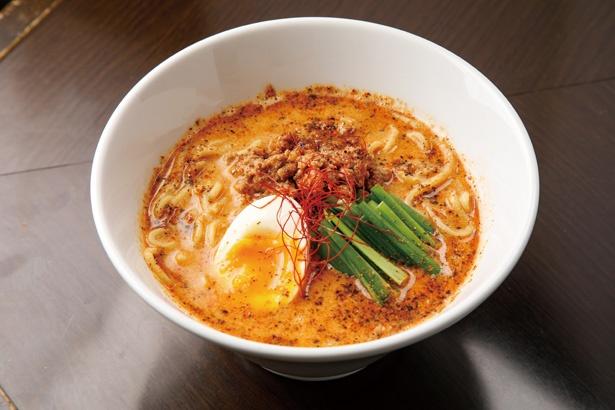 「麻辣担々麺 優-YU-」(税込 880円)。スープは、花山椒と唐辛子の辛さが立つが芝麻醤が効いていてまろやか / 麺やBar 円 ~MARU~