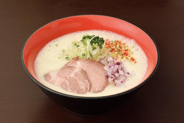 「濃厚鶏ラーメン」(税込 750円)は、まろやかでクリーミーな口当たりが印象的なスープがあとをひく味わい / 麺匠 粋や