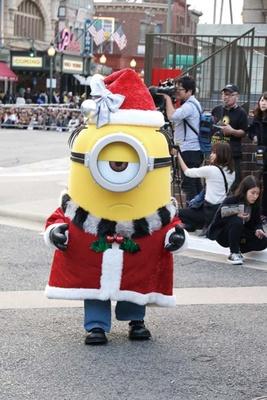クリスマスがうれしいミニオンたち。サンタの衣装に着替えたミニオンも/ユニバーサル・スタジオ・ジャパン
