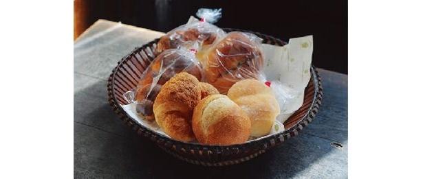 「進々堂 京大北門前」には、創業当時からフランスパンやクロワッサンがある