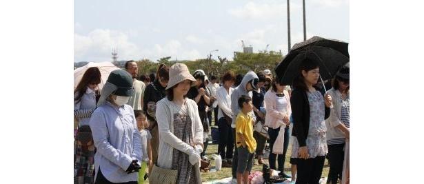 地震発生時刻の14時46分にはアーティスト、観客全員で1分間の黙祷が捧げられた