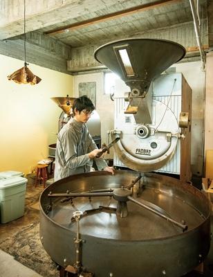 COFFEE COUNTY Kurume / 角張ったフォルムの1980年製のオールドプロバット25kg釜。同年の生産数は非常に少なく、レアなタイプだ