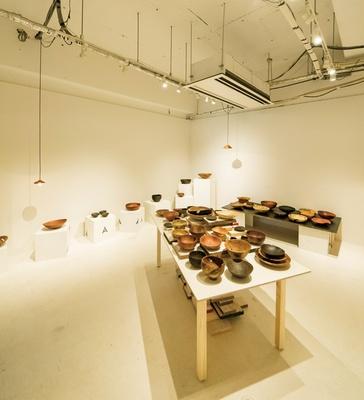 TAG STA / 沖縄で木の器を作る藤本健氏の個展。1室すべてで行うことで作者の世界観も伝えられる