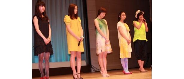 【写真をもっと見る】春色ドレスがまぶしい!成海璃子、忽那汐里らのフレッシュな魅力にくぎ付け