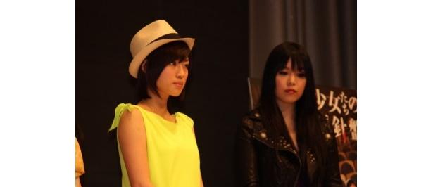 森田彩華(左)はボーイッシュな役柄にトライした