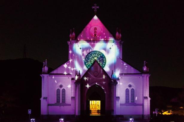 聖ザビエル天主堂の壁面を迫力のあるプロジェクションマッピングで彩る /「明治建築をてらすイルミネーション きらめき明治村」