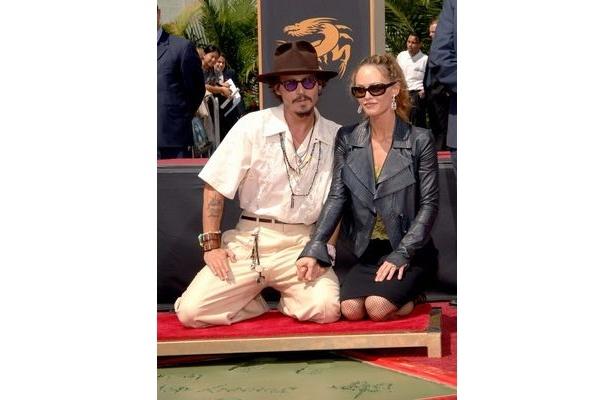 【写真】ジョニー・デップとヴァネッサ・パラディ。ジョニーは『パイレーツ・オブ・カリビアン 生命の泉』の公開を5月20日(金)に控えている