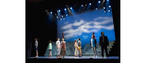 虚構の劇団は、鴻上が自身の演劇観を若い俳優と共有しつつ作品を作り上げていくために旗揚げ(写真は前回公演より)