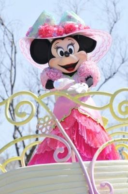 ピンクでラブリーな衣装のミニー