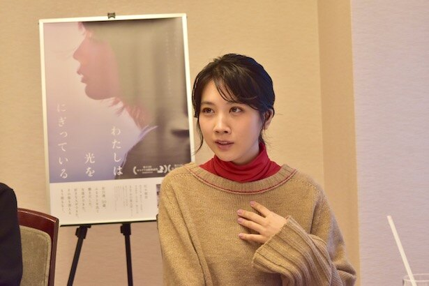 【写真を見る】コミュニケーションが不得手な主人公・澪を演じる松本穂香