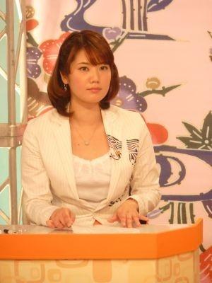 地デジ移行を呼び掛ける沖縄テレビ・金城わか菜アナ