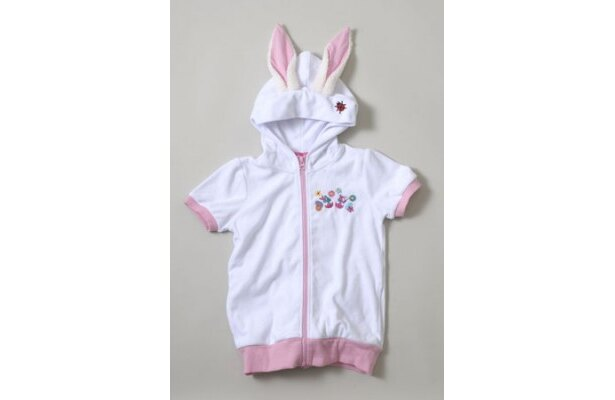 ピンクと白の耳付き「パーカ」(各3900円)はXS、S、Mの3サイズ