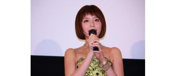 ヒロインの室田アイ役に声優の平野綾