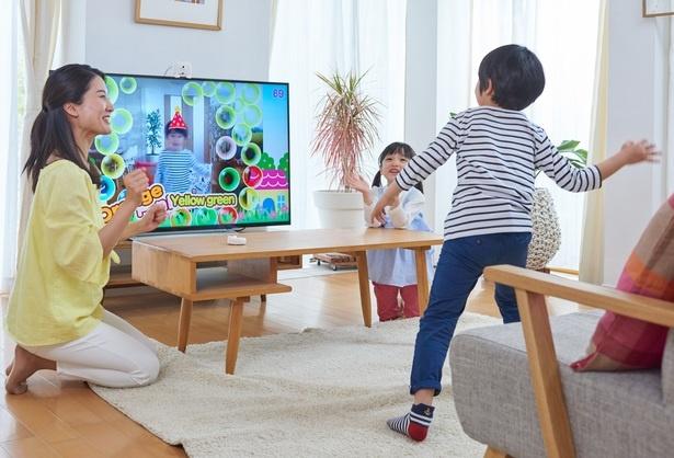 テレビに犬型のモーションセンサーを取り付けると、画面上にプレイヤーが映り込み、動きを感知してくれる「ワンダフルチャンネル」
