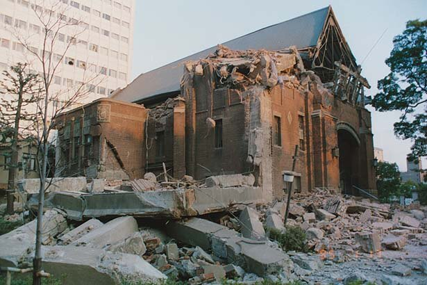 栄光教会(中央区下山手通)。1995年1月17日撮影