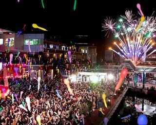 BAYSIDE PLACE HAKATA COUNT DOWN 2019-2020 / ライブと花火で華やかに新年を迎える