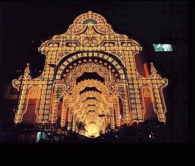 「神戸、光の都」をテーマにした、2004年第10回の作品/神戸ルミナリエ