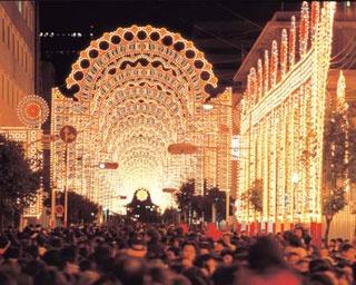 神戸ルミナリエの25年。震災による犠牲者の鎮魂と、まちの復興・再生を願う意義をもう一度